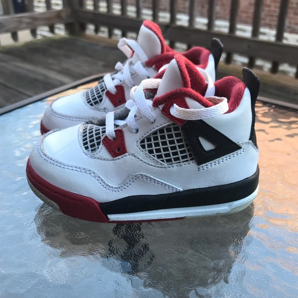 Boys Retro Air Jordan 4 Sneakers size 6.5C